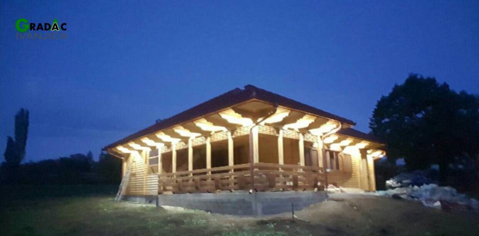 Brvanara prizemnica, osvetljenje noću - stolarija Garadac, Ivanjica