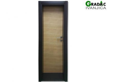 Drvena sobna vrata, svetla vrata i tamni štok, stolarija Gradac Ivanjica