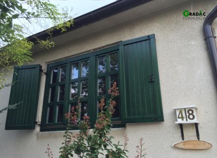 Drveni prozor sa kapcima u etno stilu - stolarija Gradac, Ivanjica.