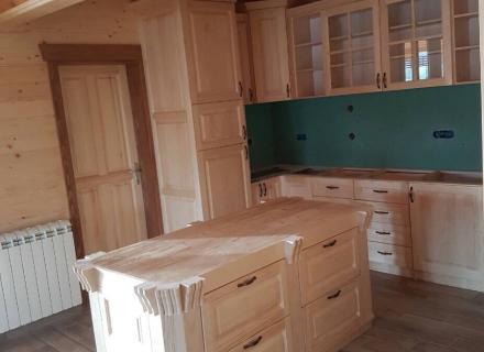 Enterijer brvnare - sa kuhinjom od punog drveta, stolarija Gradac, Ivanjica