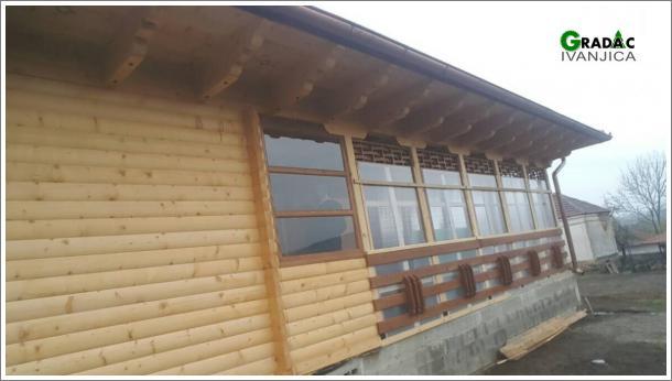 Brvnara prizemnica sa ostaklenom terasom - stolarija Gradac, Ivanjica