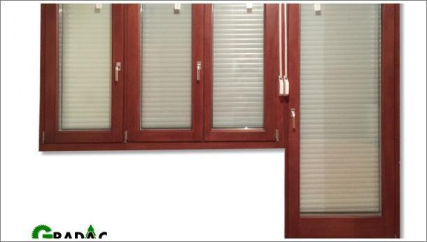 Trokrilni drveni prozor i balkonska vrata, euro falc 68, braon, sa aluminijumskom roletom i rolo komarnikom